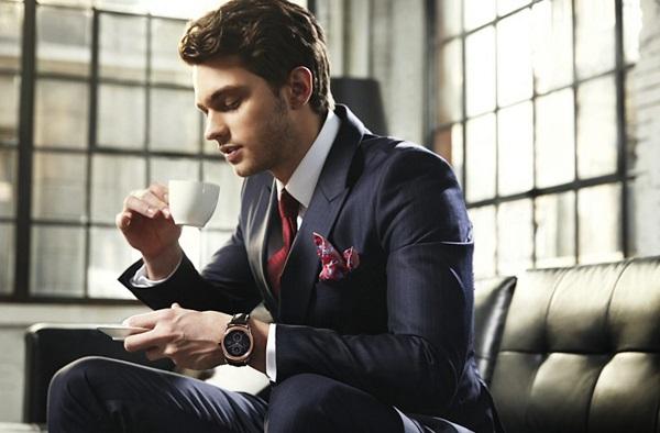 Dùng nước hoa Bleu De Chanel cùng với một bộ trang phục lịch lãm sẽ khiến bạn thể hiện được đẳng cấp
