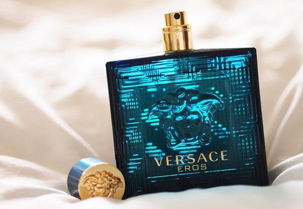 Thiết kế Versace Eros gây ấn tượng mạnh và khiến người dùng ưa thích ngay khi vừa nhìn thấy